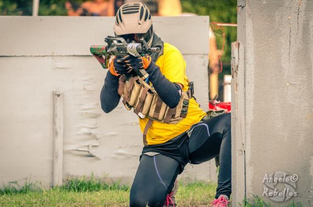 Lady airsofter in action during Eagle Eye III in Cagayan de Oro. (Foto: Angelo Rebollos)