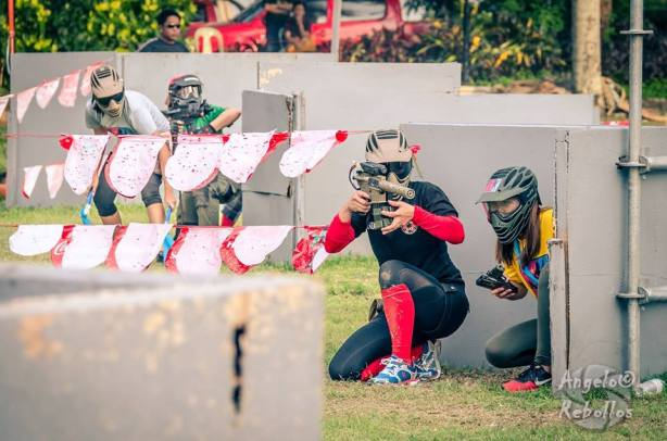 Women Airsofters of the Philippines (WAP) preparing to provide cover fire for runner (at the back) bringing 2 flags during the Eagle Eye III airsoft tournament in Cagayan de Oro City held August 22-23, 2015. (Foto: Angelo Rebollos/RAM)