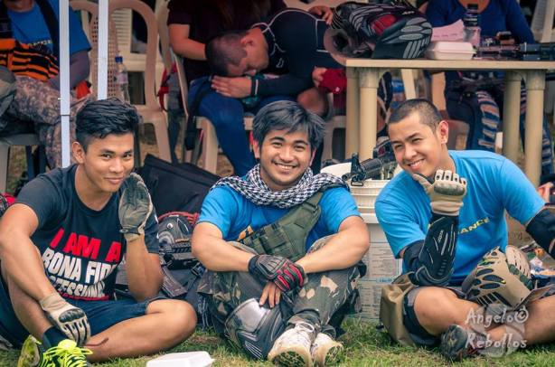 PA-BEBE BOYS? Team Alliance at Eagle Eye III. COYS players Kent Daiz (left) and Kevin Deano (right) flank team Heat player Yanyan Koppin. (Foto: Angelo Rebollos/RAM)