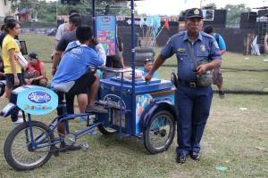 Policeman at Bakbakan sa Iligan III knows how to be cool. (Foto: iliganairsoft)