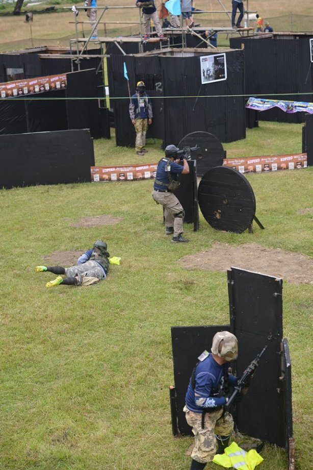 A specialist from Team Excom of Zamboanga City falls down while trying to outrun BBs during the Bakbakan sa Iligan III airsoft tournament held September 19-20, 2015 in Iligan City. (Foto: Excom)